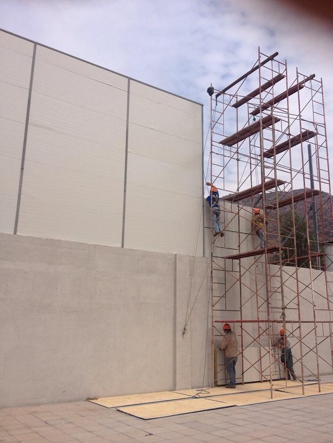 4) Otro ángulo de la construcción de barrera acústica